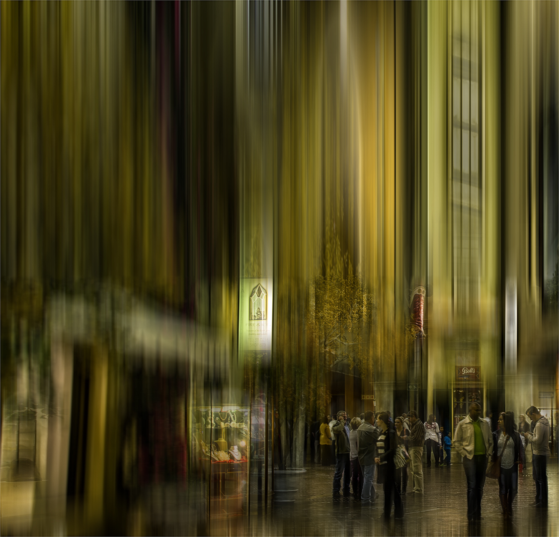 Shopping at night – Luzette Pizer